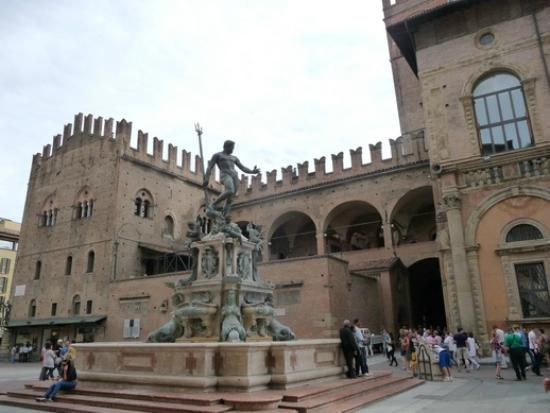 Emilian Land Tour: Palazzo Re Enzo