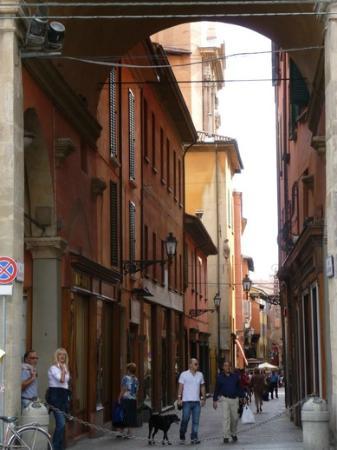 Emilian Land Tour: Street scene