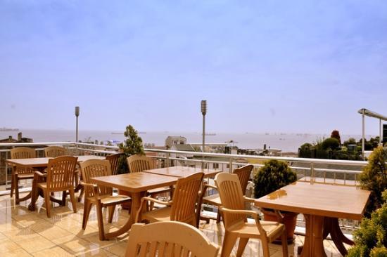 صن رايز هوتل: terrace