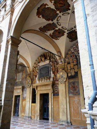 Emilian Land Tour: Painted colonnades