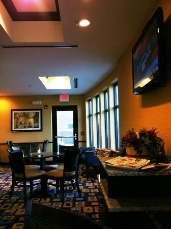Holiday Inn Express Hotel & Suites Youngstown W - I-80 Niles Area: The breakfast room