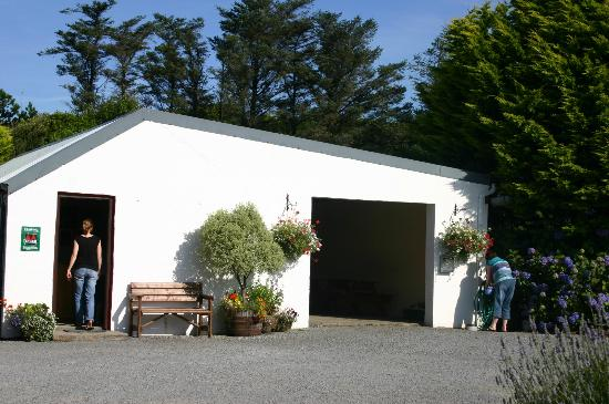 Clifden Camping and Caravan Park: covered dining area and reception