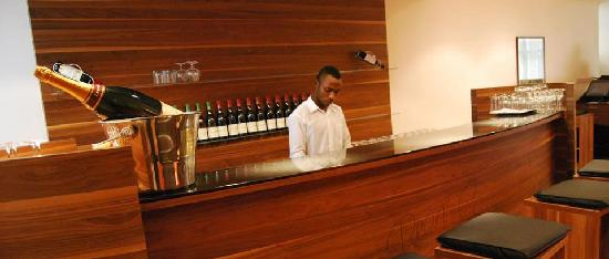 Pearl Court Residence & Hotels: Bar