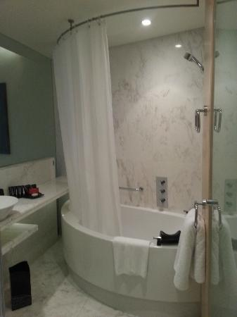 فندق ميديا وان: Bathroom 