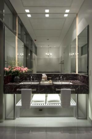 HUB PORTENO: Bath Room