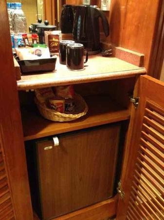 Conrad Cairo: Minibar and fridge