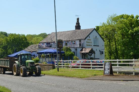 Hare and Hounds Pub: The Hare & Hounds, Dooley Lane, Marple