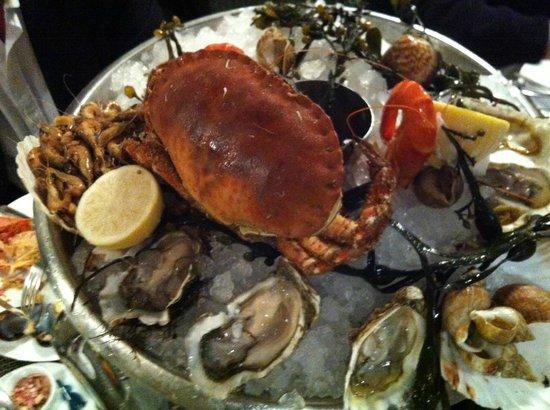 Le Bar a Huitres Montparnasse : Piatto di crostacei e frutti di mare, freschissimi