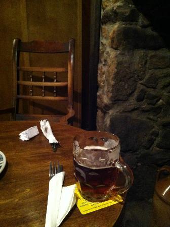 Warren House Inn: Beer and unused fireplace