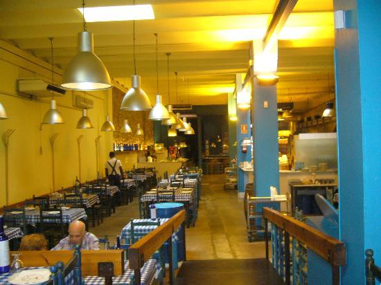 Els Pollos De Llull : Interior of the restaurant, very simple, but cosy.
