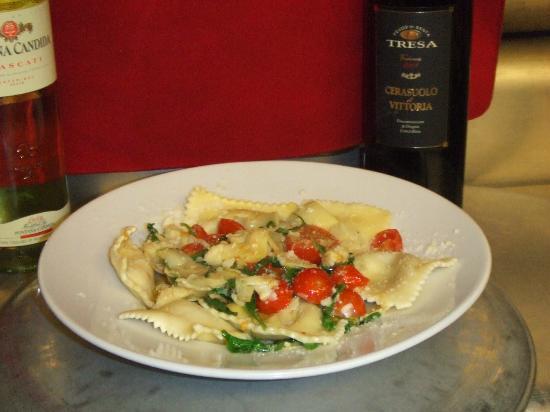 Nino's Family Restaurant : Pesto Ravioli with Rustic sauce