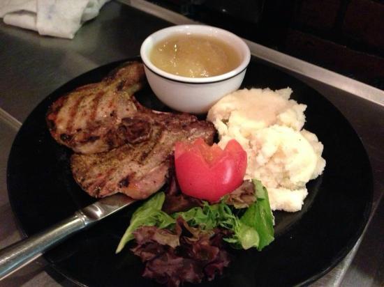 Nino's Family Restaurant : Pork chops