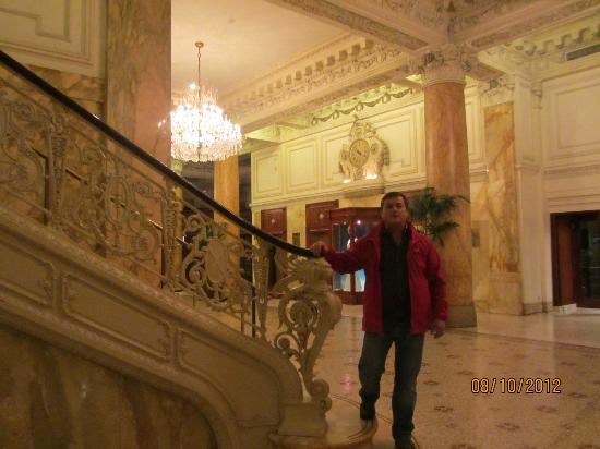 حياة آت ذا بلفيو: Stairways 