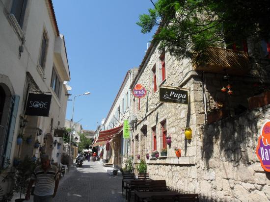 Karyada Hotel: Cumhuriyet Caddesi