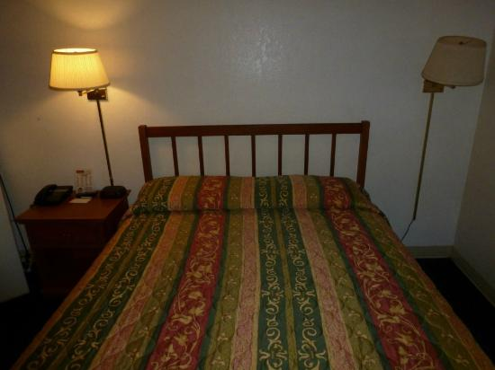 Mesa Inn Grand Junction: Bed