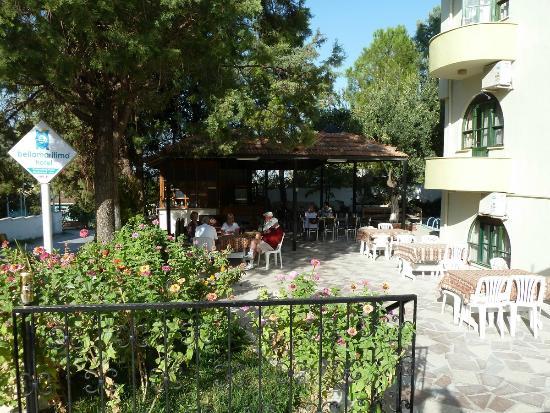Bellamaritimo Hotel: La salle à manger, à l'extérieur