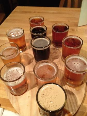 Federal Jacks Restaurant and Brewpub: mmmmm... 11 beer samples
