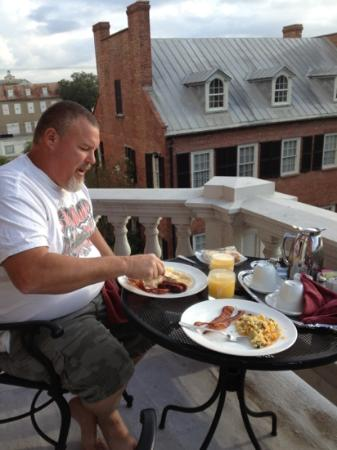 The Kehoe House - A Boutique Inn: breakfast on the Balcony