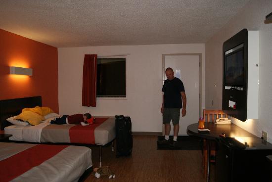 Motel 6 Winchester: room