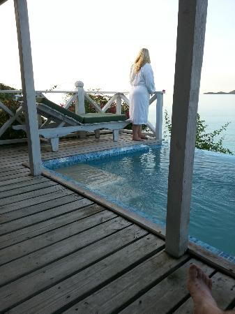 Cocobay Resort : Watching the sunset from the plungepool deck