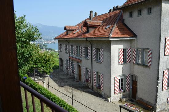Domaine du Burignon: Le bâtiment principal depuis la terrasse des chambres