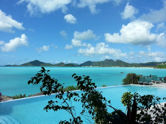 Cocobay Resort: View from lunch / breakfast over the main pool