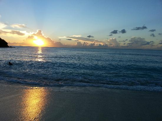 Cocobay Resort: Sunset on the beach