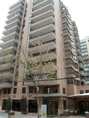 Plaza El Bosque San Sebastian: Bonito edificio, en zona muy agradable y segura