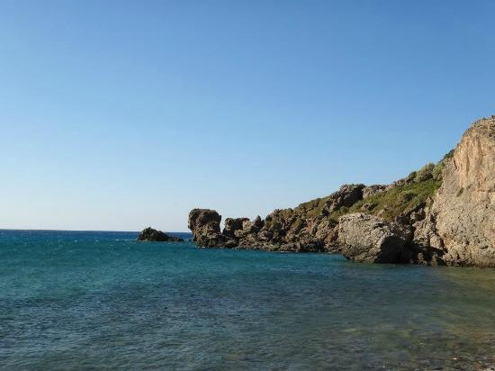 Rodakino Beach: entre mer et montagne