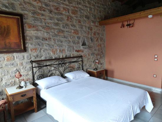 Smyros Resort: Υπέροχα πέτρινα παραδοσιακά δωματια