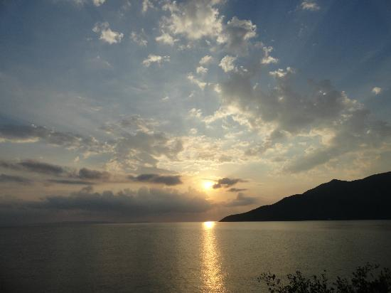 Smyros Resort: Αν δεν δεις την ανατολή απο το μπαλκόνι της πισίνας δεν έχεις δει τίποτα