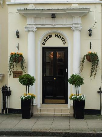 Reem Hotel: entrata hotel