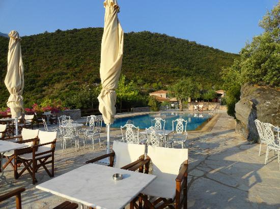 Smyros Resort: Η πισίνα που σου προσφέρει απολαύσεις όλες τις ώρες του εικοσιτετραώρου