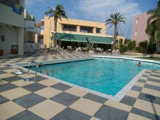 Bellos Hotel Apartments: POOL