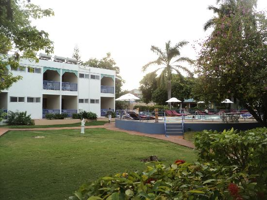 Toby's Resort: other building and front grounds