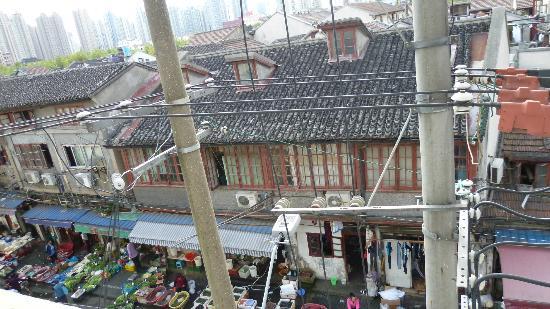 View from the 3rd floor - 상하이 세라돈 테마 호텔, 상하이 사진 - 트립 ...