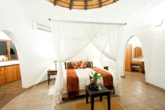 Zululand Safari Lodge: Rondavel Styled Rooms at Safari Lodge