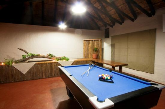 Zululand Safari Lodge: Safari Restaurant with Pool Table
