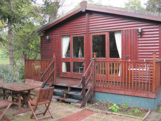 Newlands Holiday Park: The patio of the cabin