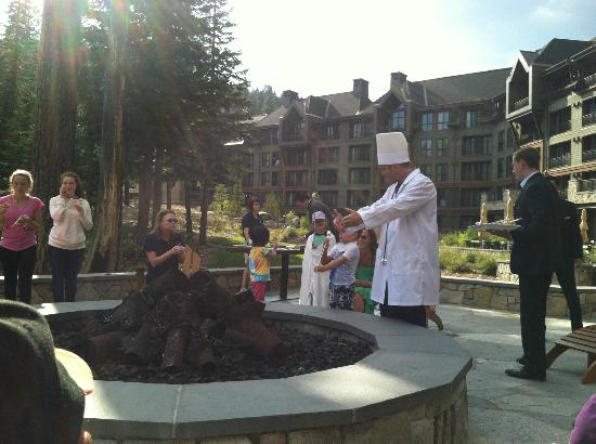 The Ritz-Carlton, Lake Tahoe: S'mores by the fire pit