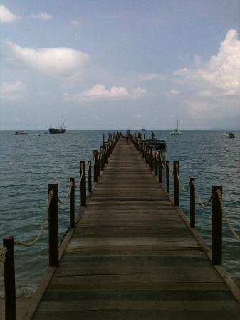 Punnpreeda Beach Resort : Pier Near the hotel