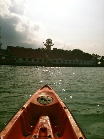 Punnpreeda Beach Resort: Kayaking to the Big Buddha Sculpture
