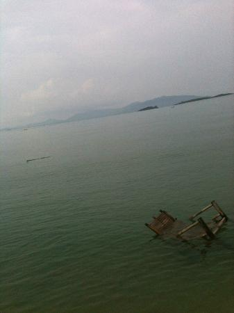 Punnpreeda Beach Resort: Bamboo Chair as alternative to Kayak water transportation