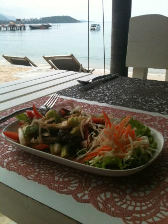 Punnpreeda Beach Resort: Thai Salad at Chill@Hip