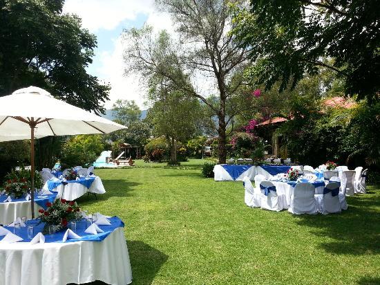 Hotel Real Plaza: evento en el jardín