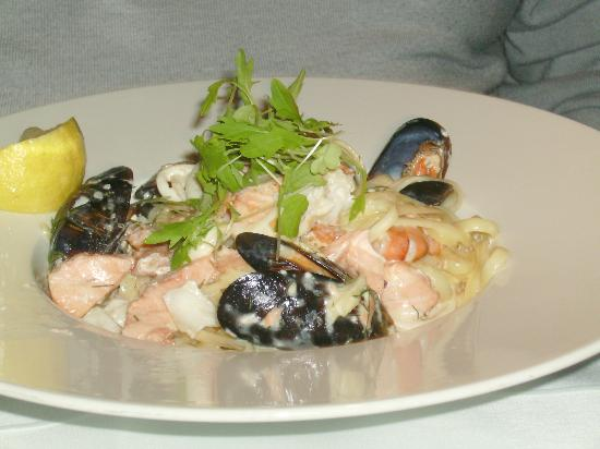 Oblo: Salmon Seafood Linguine Salad