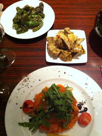 Le Chat Ivre : salmon tartar and vegetable sides