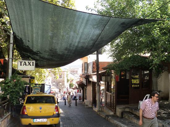 Talat Hotel: walk into town