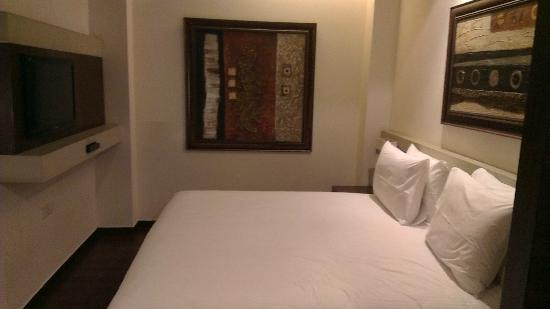 Shervani Nehru Place: Bed