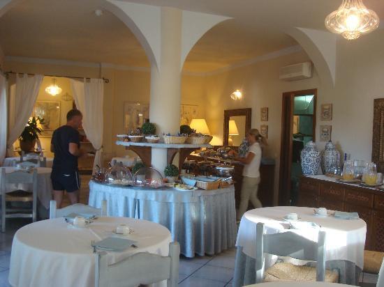 Hotel Su Sergenti : завтрак